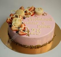 муссовый торт с клубникой и макаронами