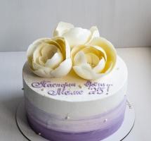 кремовый торт с цветами из шоколада