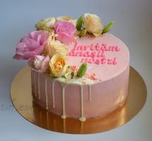 кремовый торт с цветами