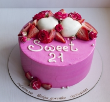кремовый торт с сердечками