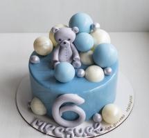 муссовый торт с мишкой и шарами
