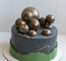 торт с золотыми шарами