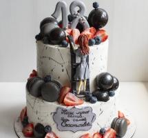 двухъярусный торт с клубникой и шоколадными шарами