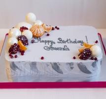 кремовый торт с фруктами