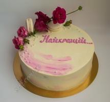 кремовый торт с цветком и макароном