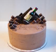 мужской торт с шоколадом и бутылочкой