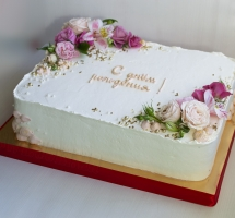 прямоугольный торт украшенный цветами