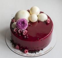 муссовый торт с шоколадными шарами