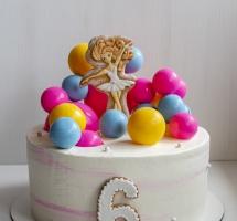 кремовый тортик с пряником и шоколадными шарами