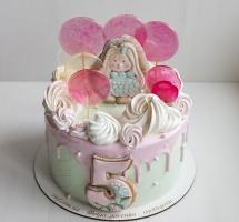 кремовый торт с леденцами