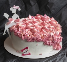 кремовый торт с силуэтом