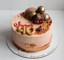 кремовый торт с гранатом и шоколадными шарами