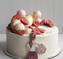 Кремовый торт с девушкой и клубникой