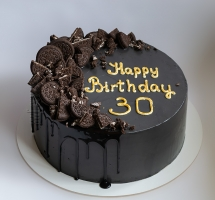 Кремовый торт в темных тонах