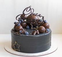 Кремовый торт с голубикой
