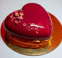 торт муссовое сердце