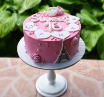 кремовый торт с эйфелевой башней