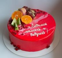 муссовый торт с фруктами и макароном
