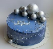 кремовый торт с шоколадными шарами