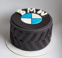 торт в виде колеса BMW