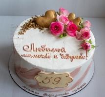 кремовый торт с розочками и пряниками