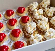 муссовые и медовые пирожные