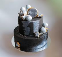 кремовый торт в черном цвете