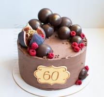 кремовый торт с инжиром и шоколадными шарами