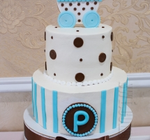 двухярусный кремовый торт на крестины