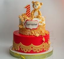 двухярусный кремовый торт с мишкой