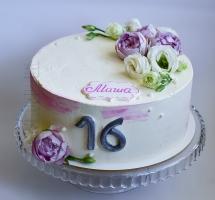 нежный кремовый торт с пионовидными розочками девушке