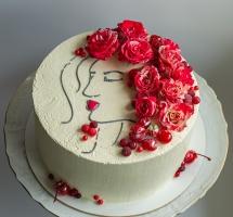Нежный тортик с профилем женщины