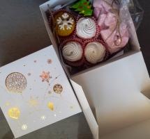 имбирный пряник, домашний зефир, малиновый маршмеллоу в коробочке